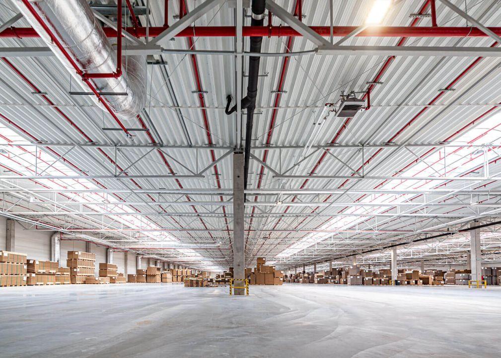 System oddymiania hal produkcyjnych imagazynowych - widok nawnętrze hali